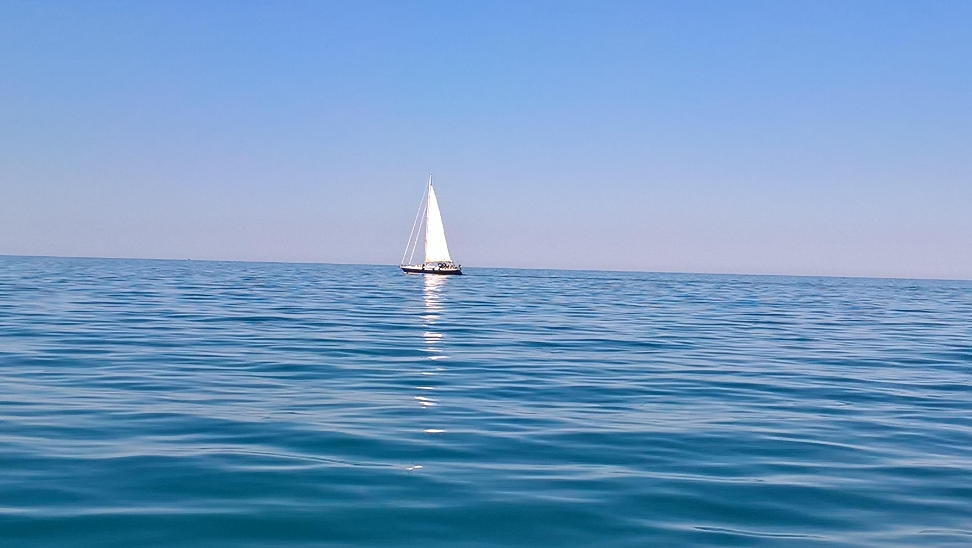 In barca a vela lungo la costa dei trabocchi