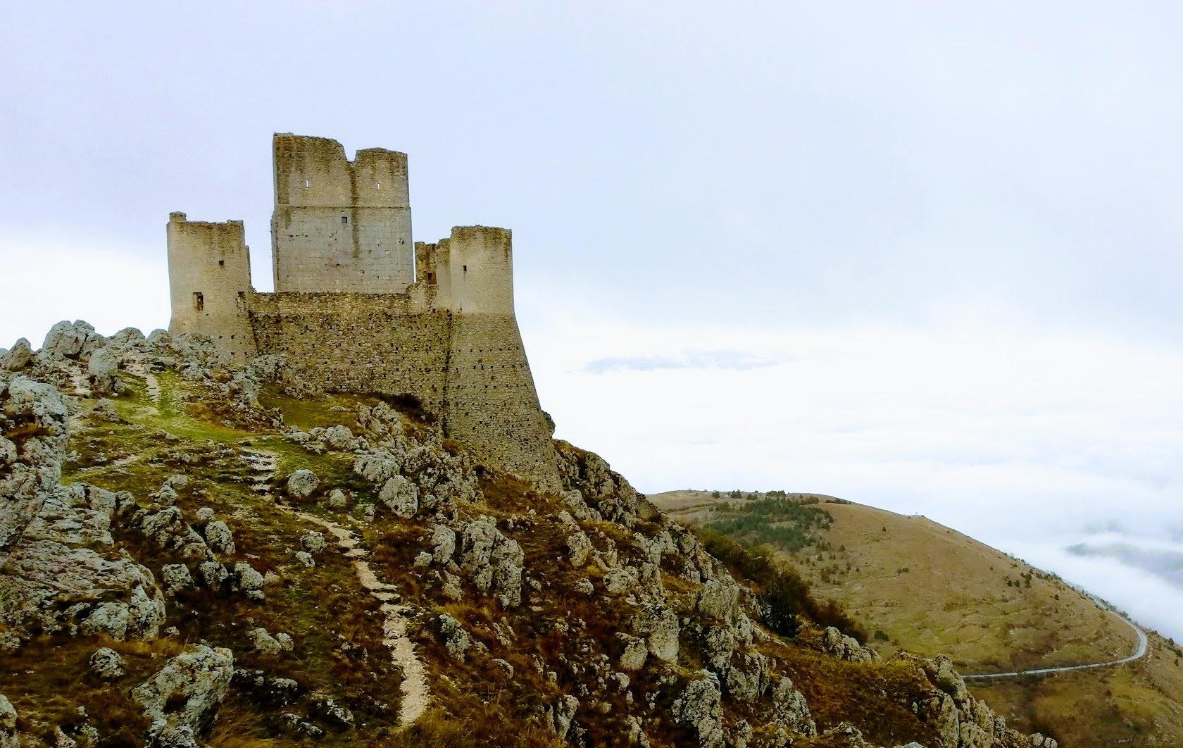 Da L' Aquila, a Santo Stefano di Sessanio a  Rocca Calascio